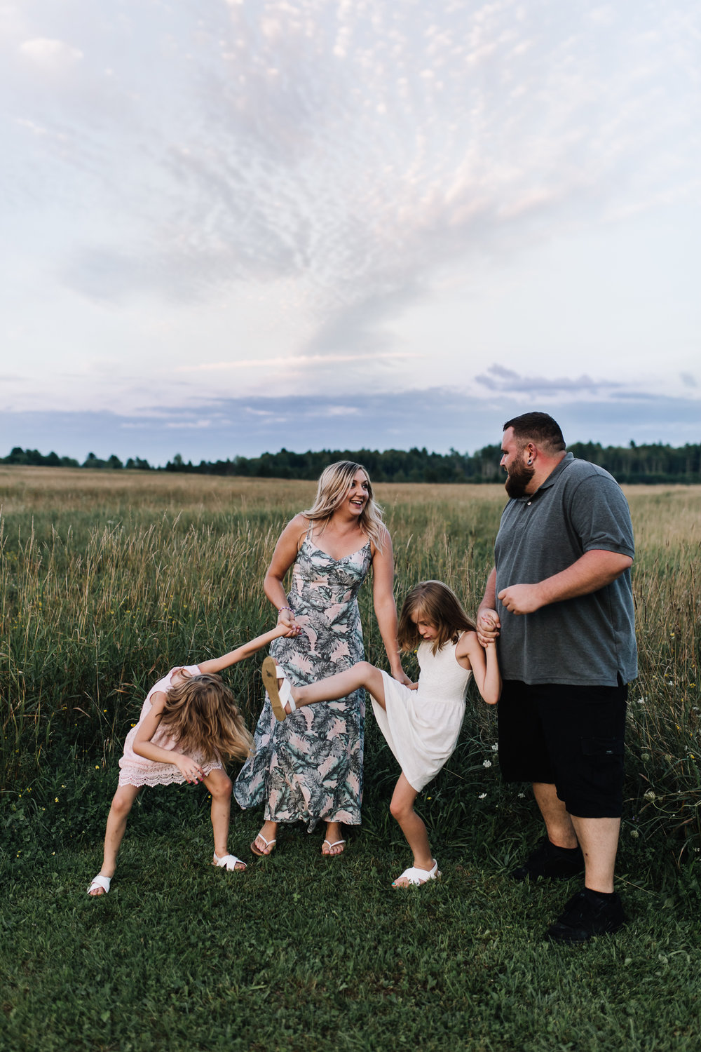 fun-family-photo-session-in-maine.jpg
