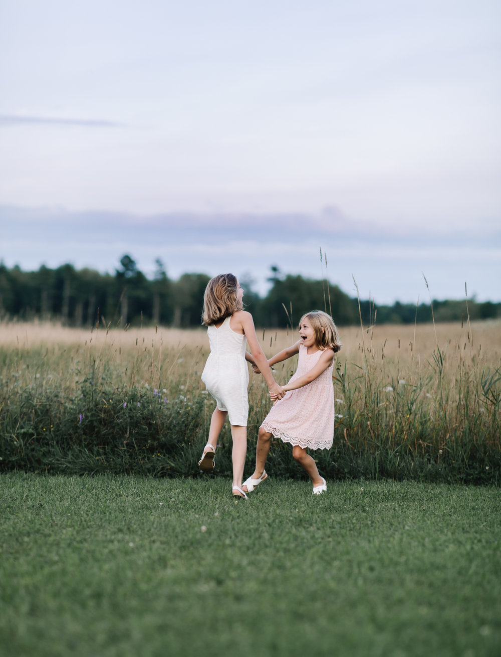 maine-sisters-childhood-kids-natural-candid-photography.jpg