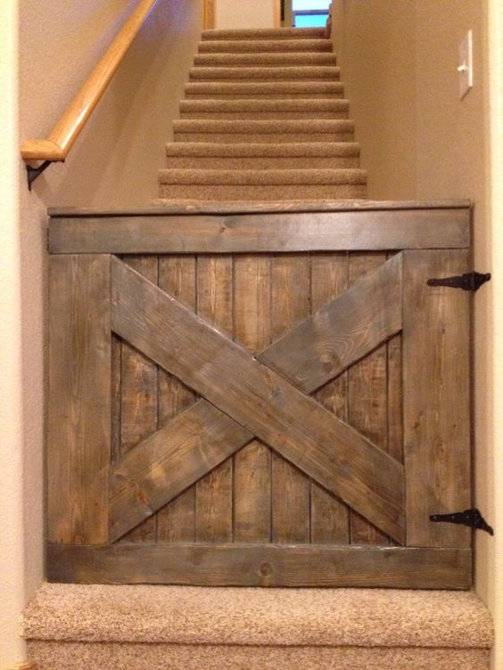 via :  https://thepinkmoose.net/shop/custom-barn-door-babydog-gate/