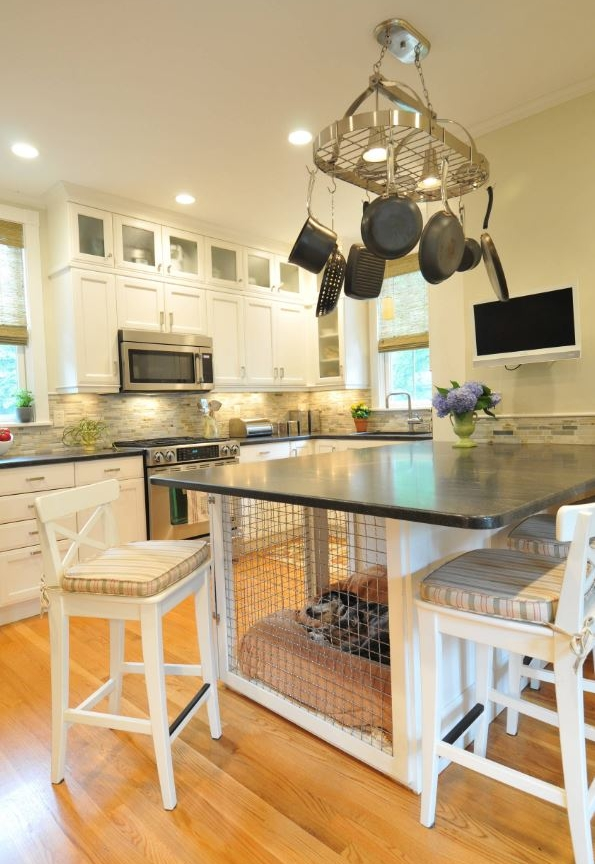 via :  https://www.homestoriesatoz.com/wp-content/uploads/2014/02/dog-crate-kitchen-island.png