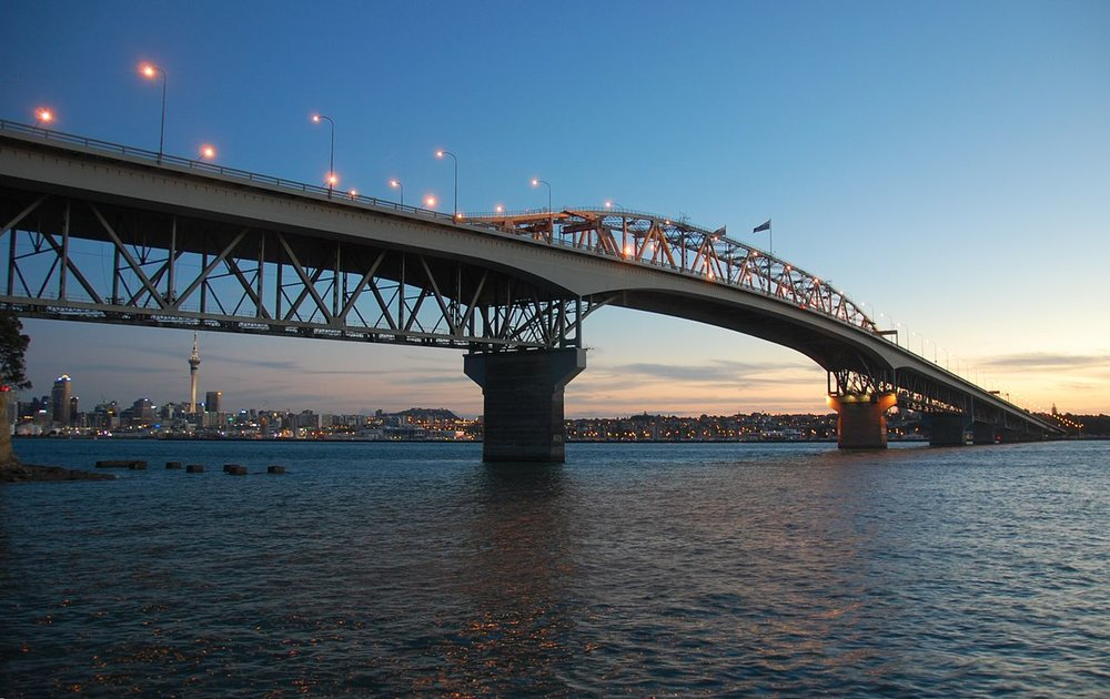 1280px-Auckland_Harbour_Bridge_Sunset.jpg