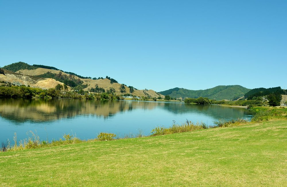 Waikato_River_Huntly,New_Zealand_(12965976254).jpg