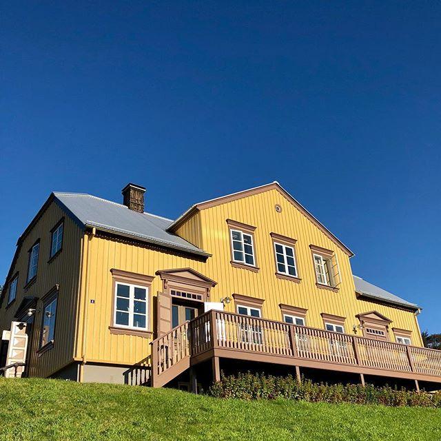 Sumarið er á Akureyri og húsið er laust næstu helgi!!! #bestplacetostay #summer2018 #samvera #gamlaapótekið #akureyri #placetoread