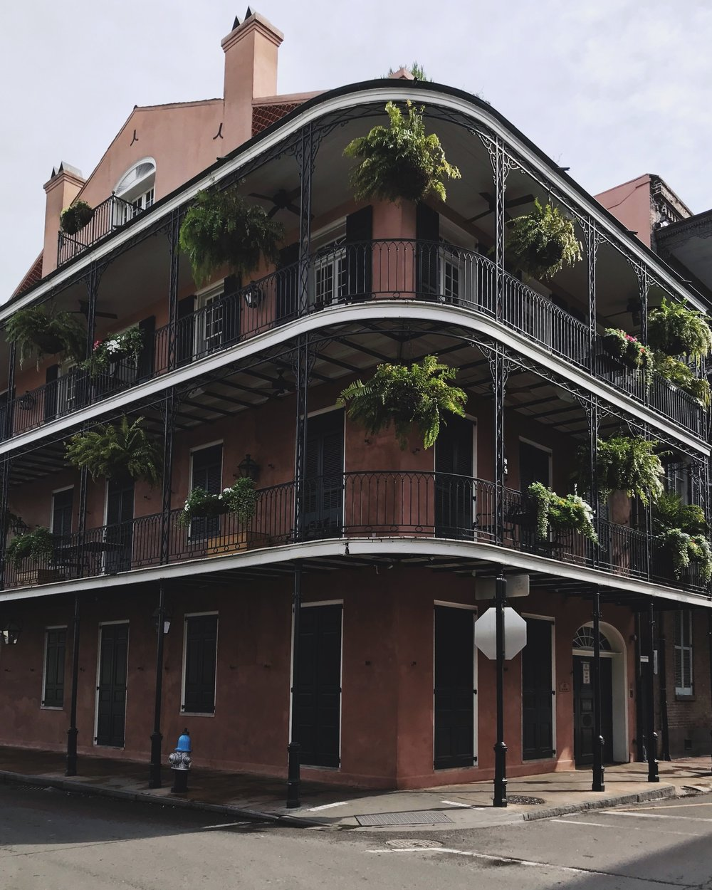 New Orleans Travel Guide - Lorenzo Mitil