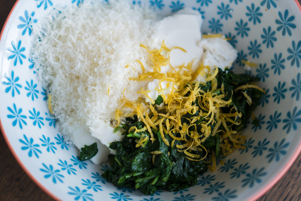 Prepare the filling. Mix ricotta, wilted spinach, parmesan, salt and lemon zest.