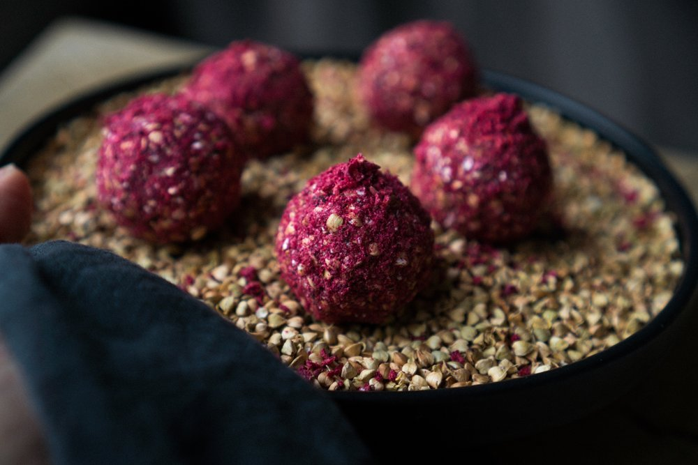 sprouted_buckwheat_and_raspberry_energy_balls-8.jpg