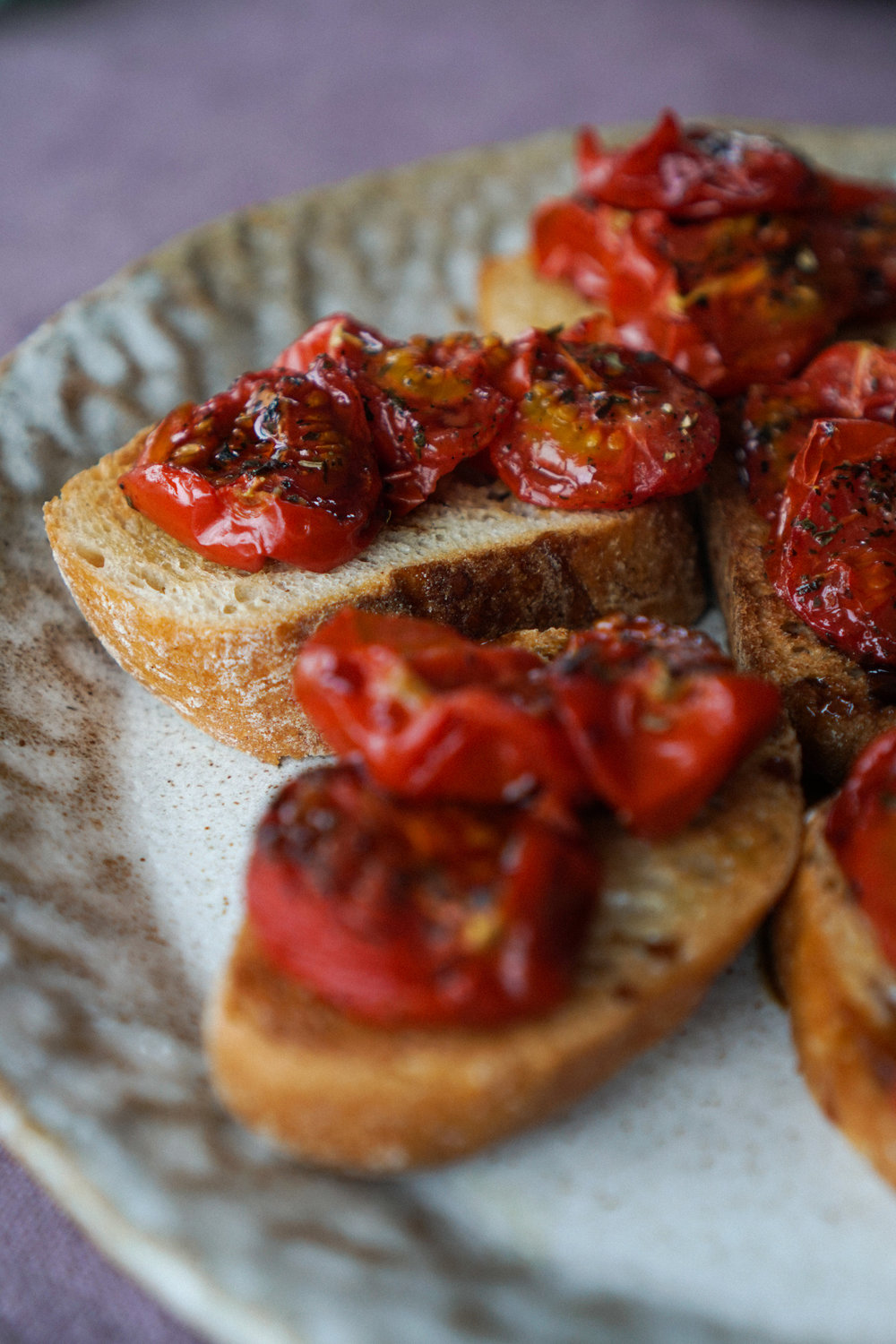 roasted_cherry_tomato_bruschettas_with_balsamic_glaze-8.jpg