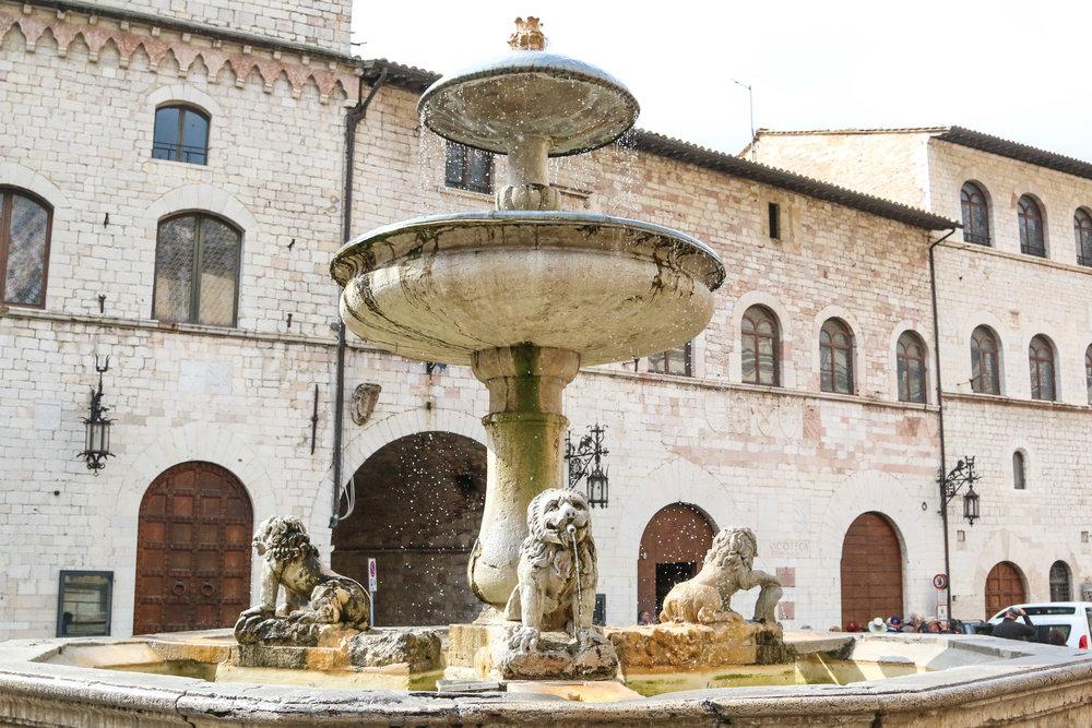 Assisi's Piazza del Comune