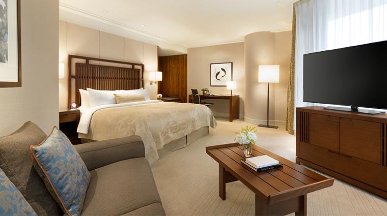 shangri-la-hotel-vancouver--executive-king-balcony.jpg