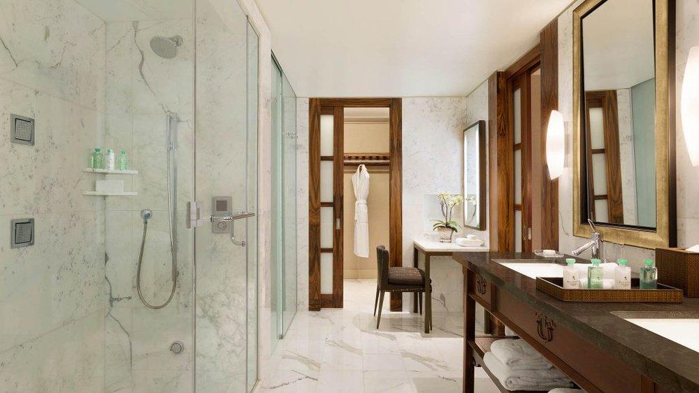006190-Shangri-La Hotel Vancouver - Orchid Suite - Master Bathroom copy.jpg
