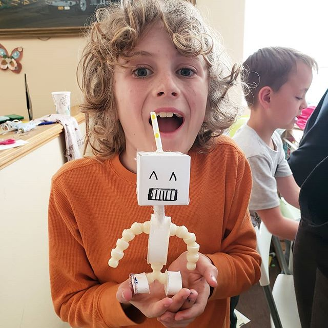 Yesterday at Wabi Hobby we explored paper- based arts! With help from old magazines, broken books, and damaged toys, we crafted robots, self- portraits, and more!! #creativereuse #wabbihobby #beaconafterschool #wabisabi #upcycledart #afterschoolfun #crafts