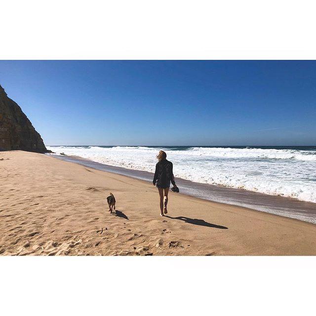 ~ obrigada portugal, eu retornarei ~  #freedom #beauty #nothingbeatsnature #wind #ocean #sandybeach #blueskies #thesea #love #couldstayforever #portugal #ericeira #praiasaojuliao #dogsofinstagram #wanderlust #minimalist #minimalism #minimallove