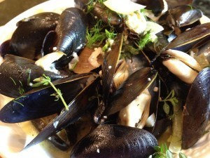 french-bistro-style-moules-frites-01-300x225.jpg