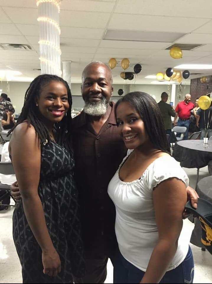 Moneek, her dad & sister