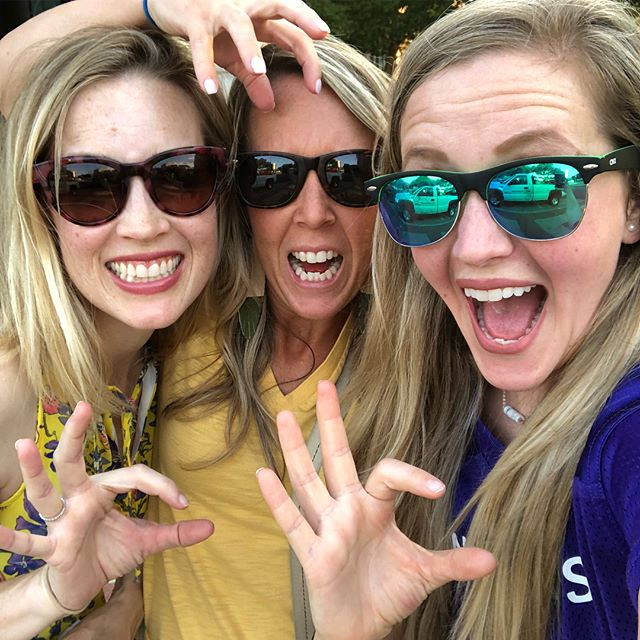 Awwwwwww scratch em CATSSS. @acufootball v @bufootball with the SILs. @bdubose61 got us seats in the Baylor athletes alum section cuz she's the real McCoy. 👆🏻 she was captain of the Baylor Bears soccer team, so basically I'm famous. Cuz she's my SIL. #GoWildcats