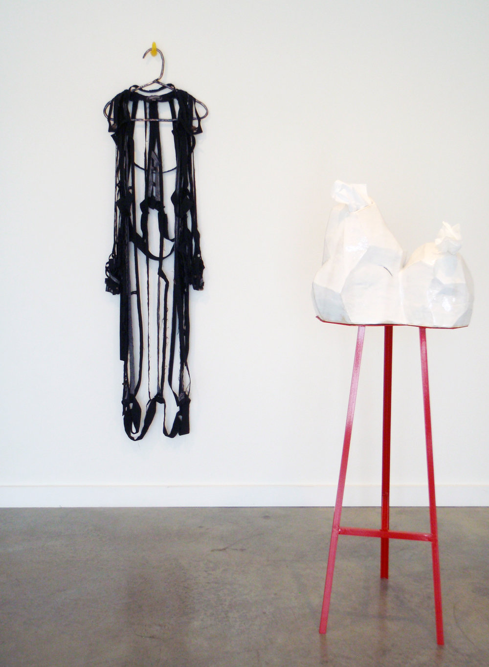 ANNA SEW HOY   black/noire & Tissue dispensing (double) , installation