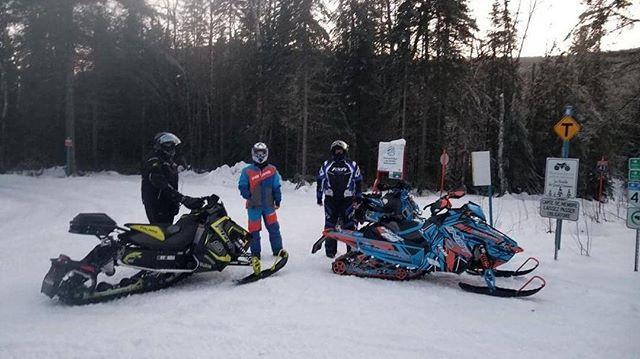 Hey all! These two sleds were stolen in the early morning on the 30th from Saint Donat. Hotel Auberge LA Cuillere a Pot.  Sled details:  2019 axys 850 indy. And a 2018 pro s in Grey. Help a fellow sledder in need. If you have any information please send a message to @scott.kendall.56884 and @sledders_r_us.  Thank you Sledders.