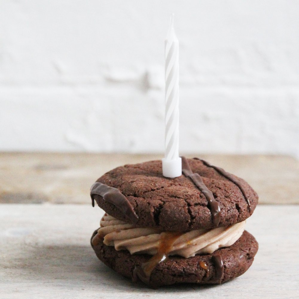 Cookie sandwiches in the post. Alternative to flower delivery. Gift ideas for men.
