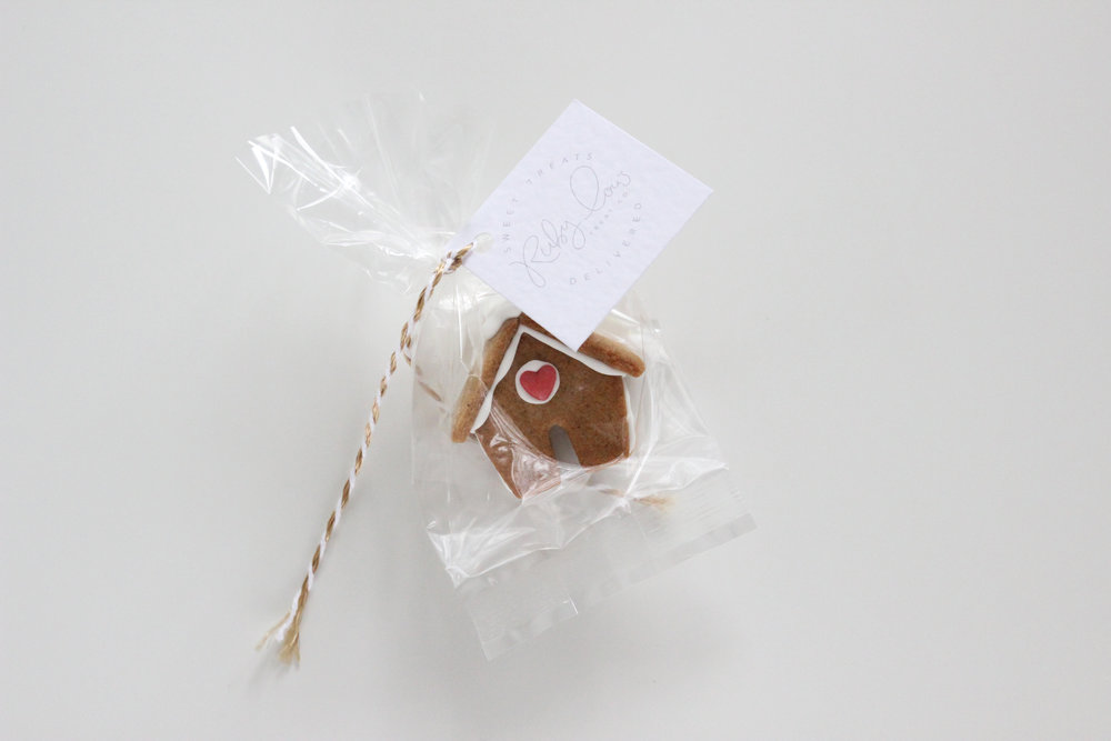 Gingerbread house packaged.jpg