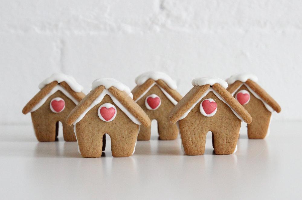 Gingerbread house for mugs