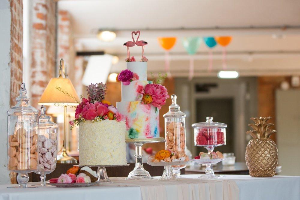 wow factor wedding cakes Nottingham