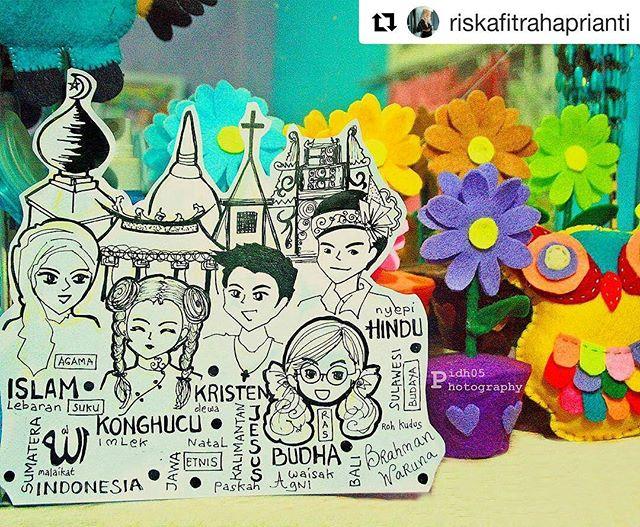 #Repost @riskafitrahaprianti with @repostapp ・・・ Tak ada perdamaian tanpa mau hidup berdampingan dalam perbedaan.  Lepaskan identitasmu sejenak. Meskipun mereka bukanlah Saudaramu dalam 'iman', tetapi mereka adalah saudaramu dalam 'kemanusiaan'. Happy International Tolerance Day! 👲👳👩🎅👨 'Unity in Diversity'  #sayatoleransi #Indonesia #Indonesiapositif #religion #unity #diversity #bhineka #Peace #tolerance #artwork #sketch #art