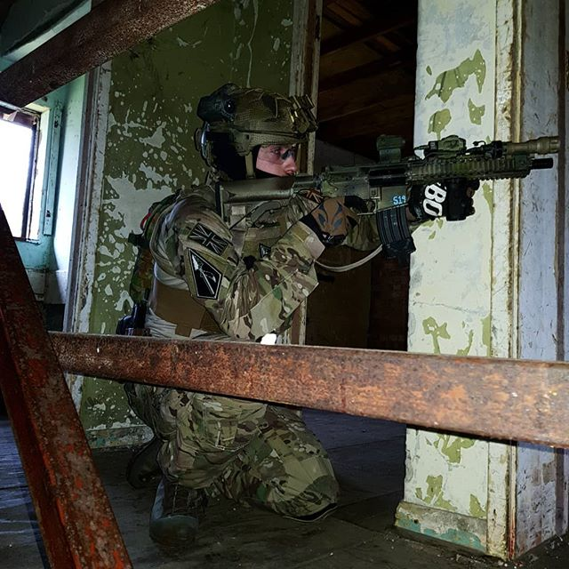 S19 Sat Back Out the Contact Room, picking targets off the opposing windows #WhiteLightAtNight#Murderhole#KeepTheChange#ColdSpear#MileGear#milsim#LegionAirsoft#longmoor#crye#cryeordie#mk18#mohoc#gmr#gmrpls#teamwendy#semapo#airsoft#gearwhore#tactical