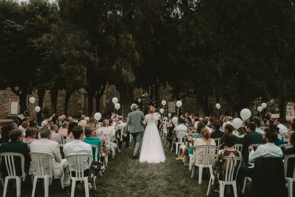 Photographe mariage rhône chateau des ravatys