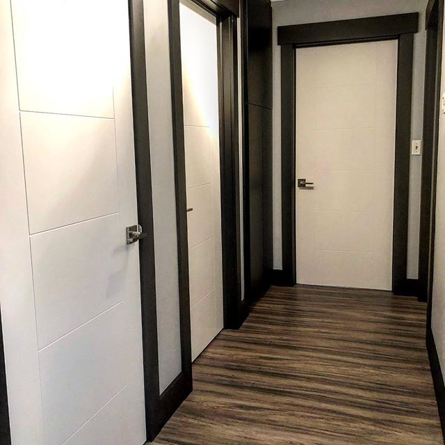 Small space big statement! There are a lot of rooms off this small hallway and we had originally planed to paint the doors and trim black. Really happy with the contrasting black trim and white doors it turned out really sharp! @trademark_custom_builders #customhomebuilder #homebuilder #builder #remodel #renovation #doors #trim #moulding #casing #baseboard #finishcarpentry #finishcarpenter #keepcraftalive #painting #blackandwhite
