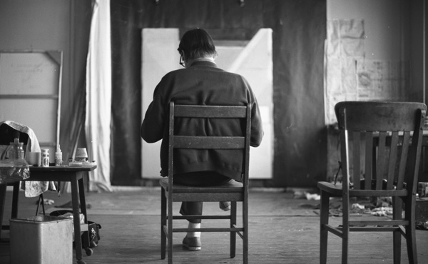 Richard Diebenkorn in his studio, 1968 – © The Richard Diebenkorn Foundation, Berkeley, Calif.