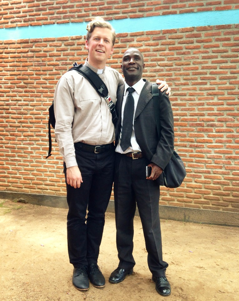 Oh, and yes, that's a collar I'm wearing. Its all the rage among the Malawian clergy.