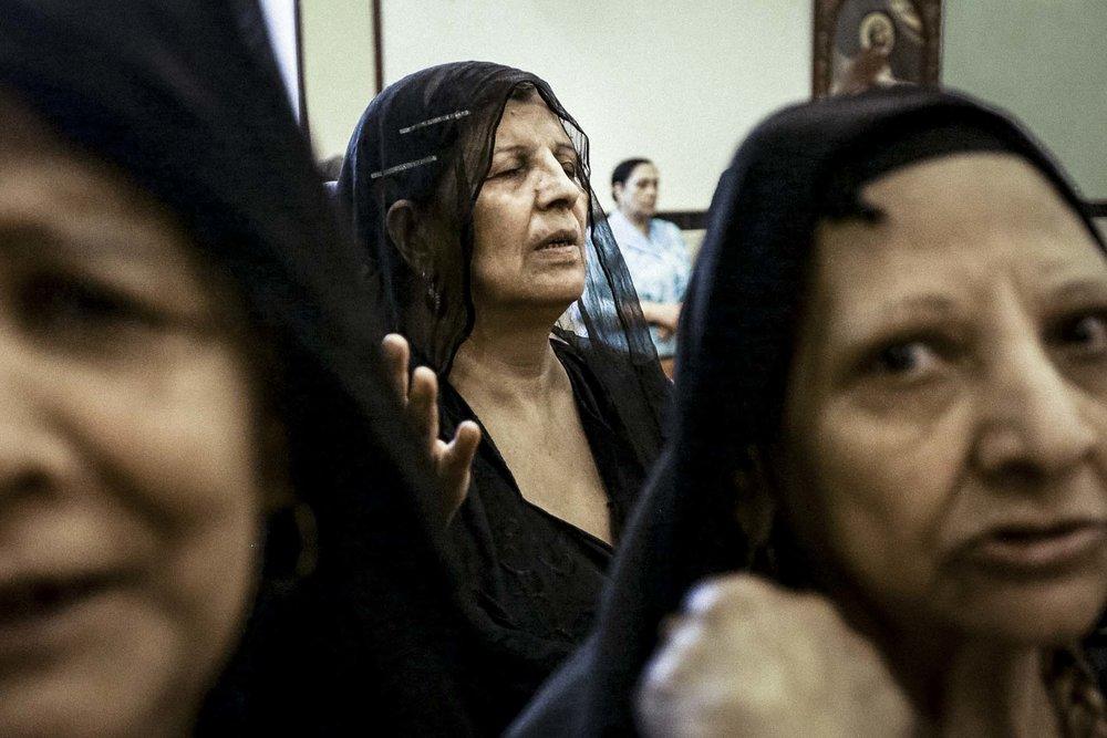 """Deux attentats à la bombe ont fait 45 morts et plus d'une centaine de blessés le dimanche 9 avril 2017 lors de la célébration du dimanche des rameaux dans l'église Saint-Georges de Tanta et devant l'église St-Marc d'Alexandrie en Égypte. Un acte barbare et lâche qui vise une communauté de chrétiens du Moyen-Orient (les Coptes) qui accumule depuis des siècles attentat sur attentat dans le but inavoué de les forcer à l'exil.Ces descendants des Pharaons convertis au christianisme au 4e siècle de notre ère ont-ils encore un avenir en Égypte? Depuis quelques années, je documente le déclin des chrétiens au Moyen-Orient et en 2013,j'ai fait un reportage sur une série d'attentats commis contre les Coptes d'Égypte alors qu'une soixantaine d'églises furent brulées en quelques jours à travers    l'Égypte .  """"Assiout, Egypt, September 3, 2013 — Worshipers get together to pray in a coptic church that was spared from the violence in Assiout because it's hidden from the street, set up inside the walls of another building. Copts, who were in Egypt before Muslims, have been persecuted for centuries. The census conducted under the British Rule from 1882 until 1937 showed a steady decline of the Copts. Under Nassr, Copts were harshly hit by nationalization as they held more than 50% of the country's health."""""""