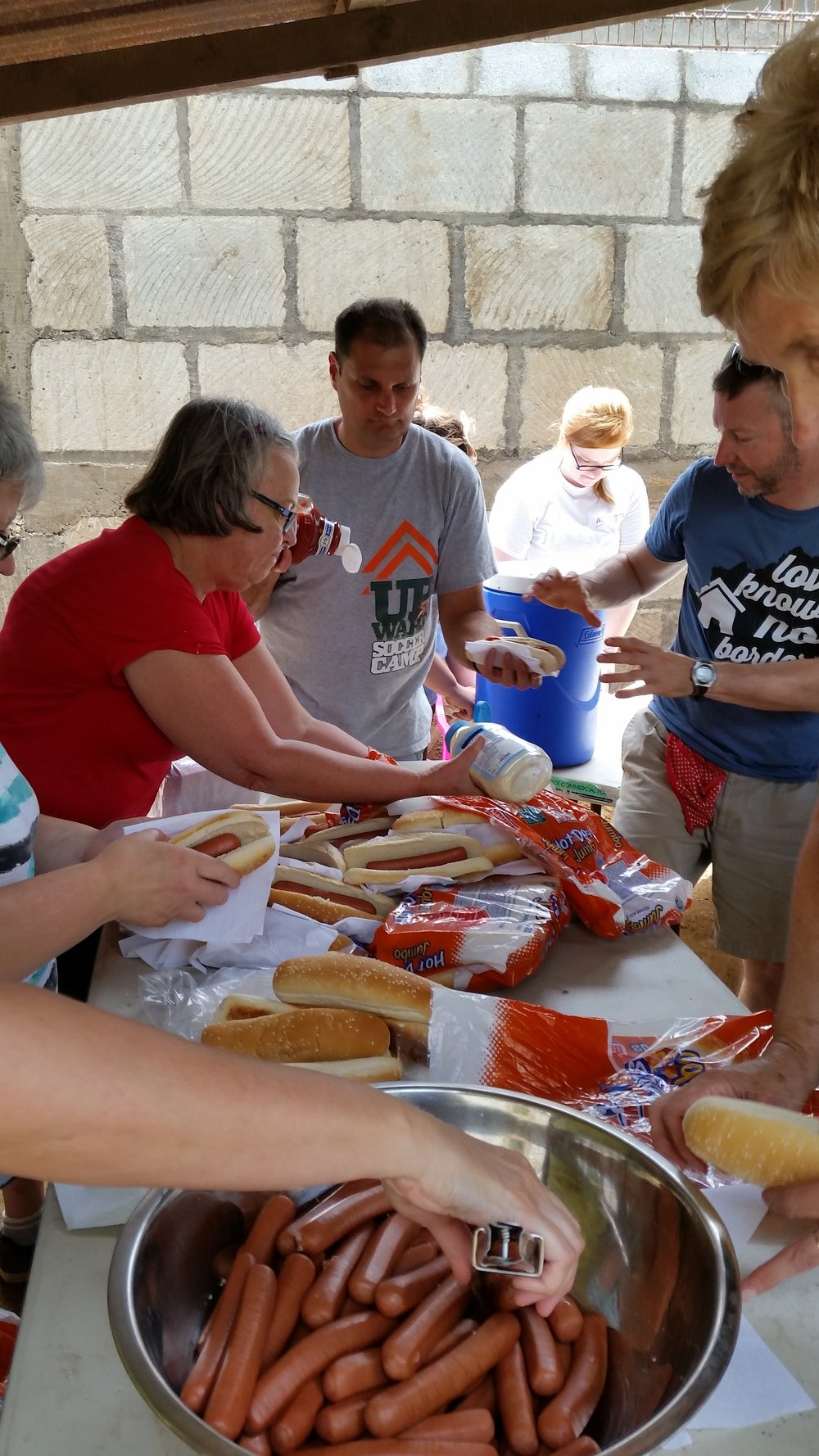 Serving Up Hot Dogs Nica Style