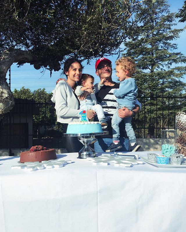 Baby G's Winter Onederland ❄️ ⛄️ #firstbirthdayparty #winterwonderland #gavriel #icecreamcake #blueandwhite