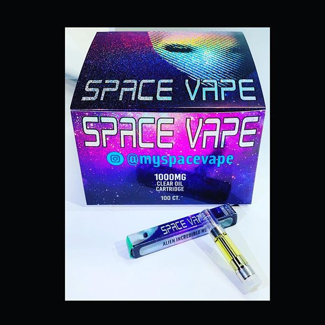 Just landed...New compressed 100 box in full grams C-Cell ceramic wickless in all our old flavors and all new flavors with our old juice that you all loved!!! Enjoy Alien Nation! #VSOPSpaceVape #Gummys #SpaceRolls #SpaceJuulPods #MySpaceVape #AlienNation 🖖🏽 #AlientTakeover #AlienGang #VSOPLine #WeTheGoat 🐐 #2019Drip #Exclusive 👽 🛸