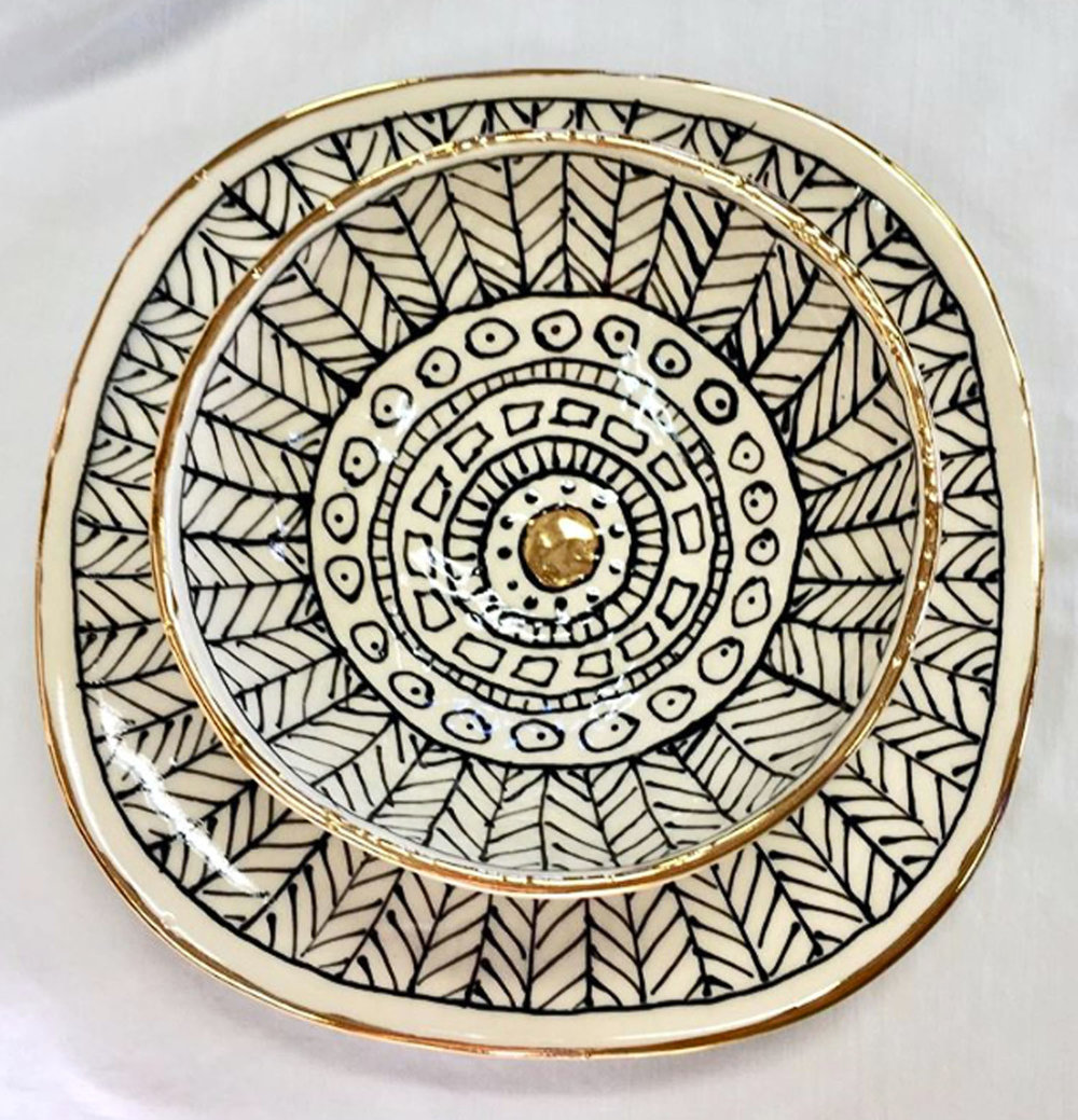 """Porcelain bowl and plate, """"Feathers"""" pattern, gold luster"""
