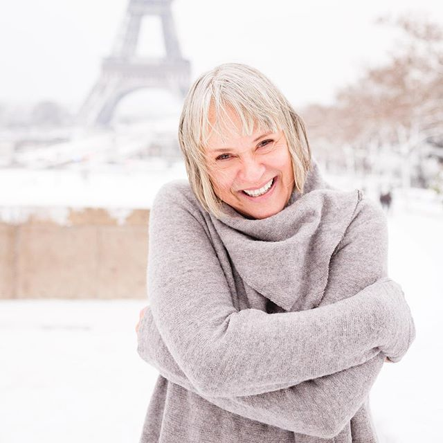 Give me snow, an over-sized sweater and a beautiful girl 😍❄️ #paris #eiffeltower