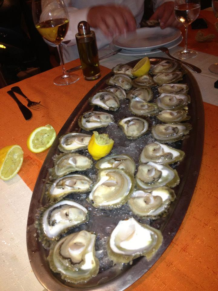 A platter of the freshest oysters at Glorijet Restaurant.