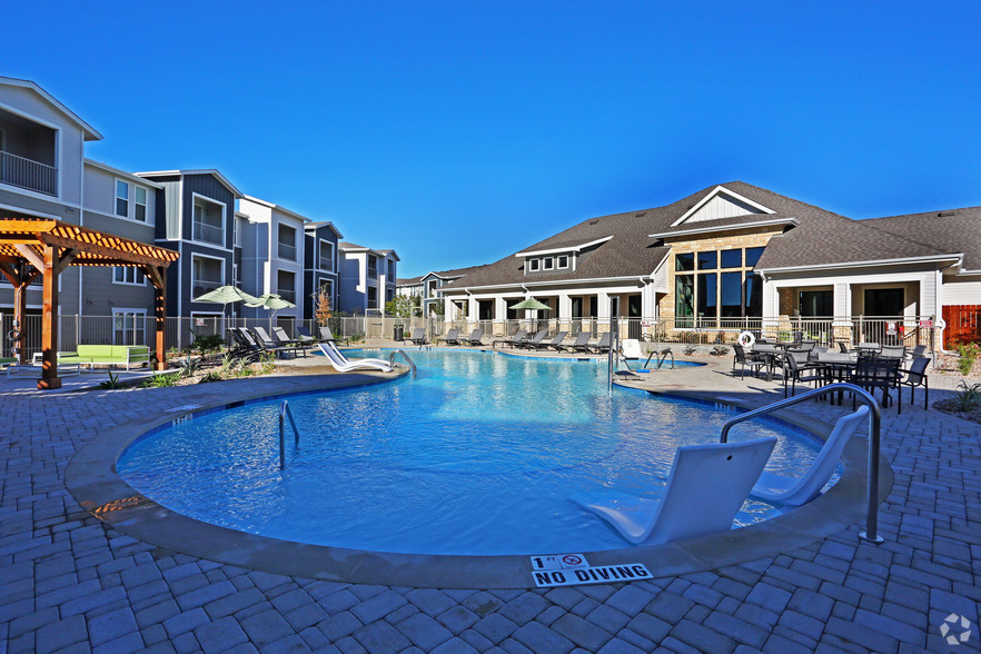 hays-junction-kyle-tx-pool.jpg
