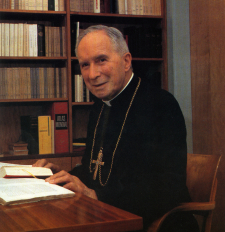 archbishop_lefebvre_at_desk_econe225.jpg