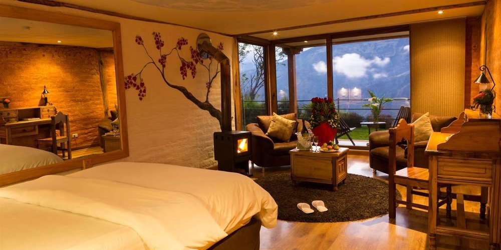 35-habitacion-romantica-mi-bombon-terraza-con-vista-a-banos.jpg.1236x617_default.jpg