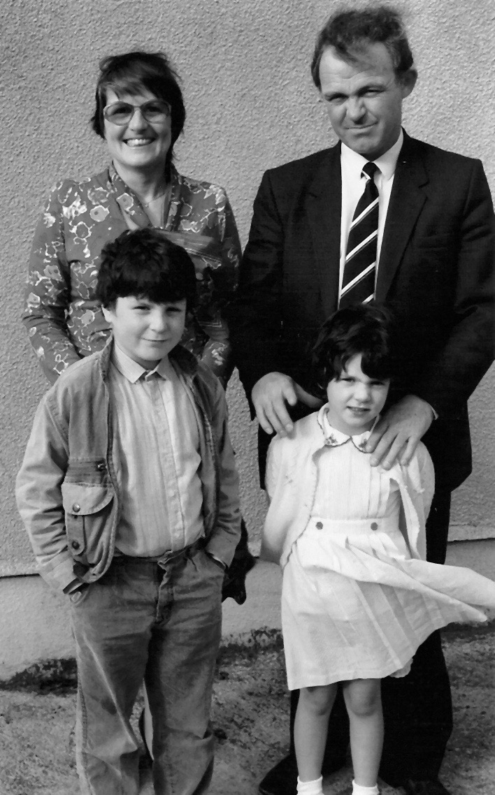 sc002f3e9201 hammil family 1986.jpg