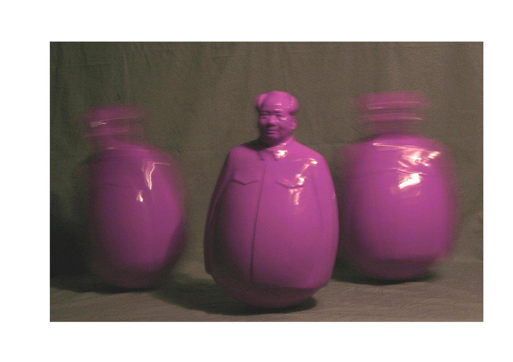 郑路,不倒翁,树脂、漆,40x43x77(h)cm, 2006.jpg