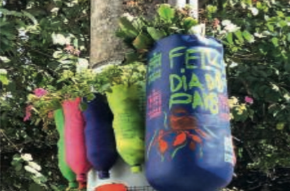 Mysteries of the city: An unusual installation has been taking the poles of the capital - colorful vases with various spices that can be taken by people.