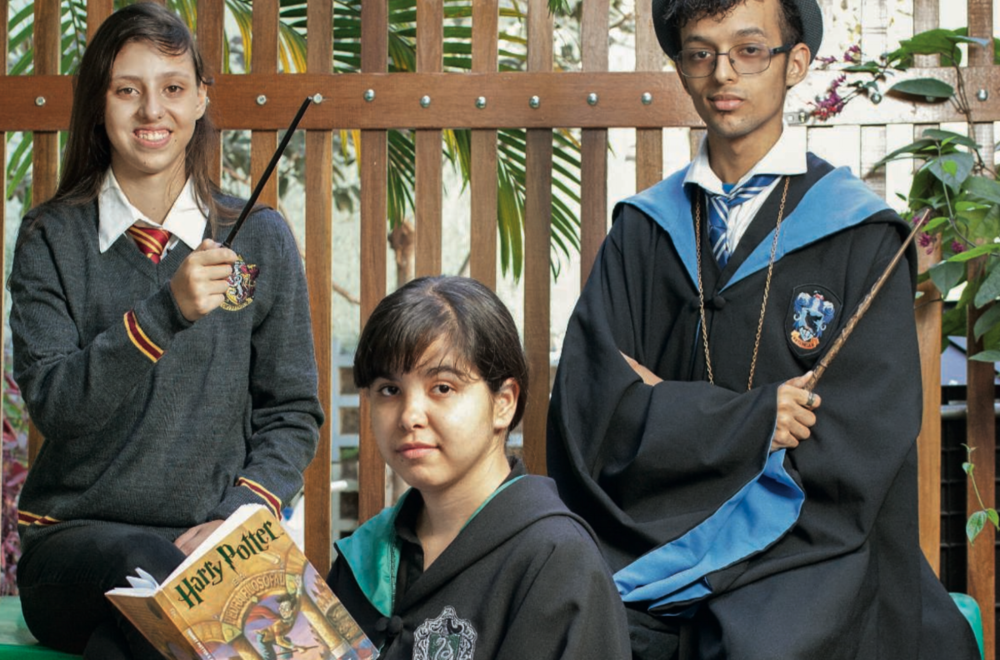 Top Sao Paulo's citizen: three teenagers stage theatrical Harry Potter stories in the capital's orphanages.