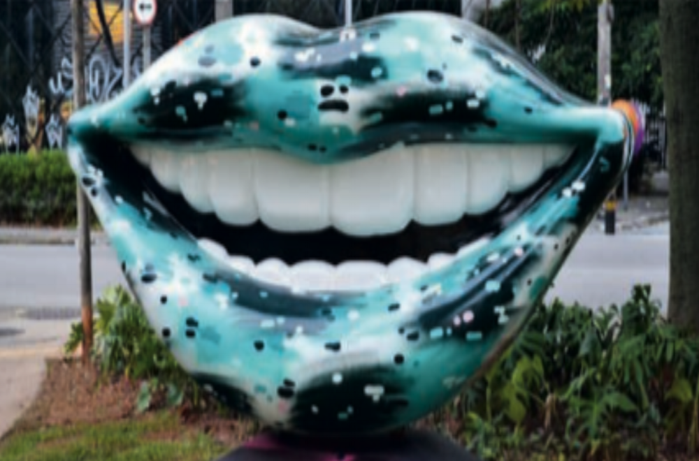 Mysteries of the city: a story about the oldest bus stop in Sao Paulo and another about an open air exhibition that has put giant smiles around the city.