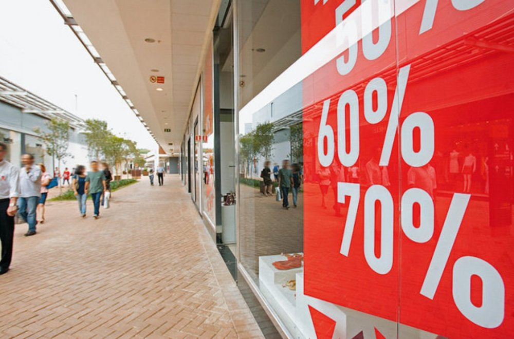 Findings that don't look like outlet pieces: Catarina Fashion Outlet Stores offer high discounts on well-finished pieces from past collections.