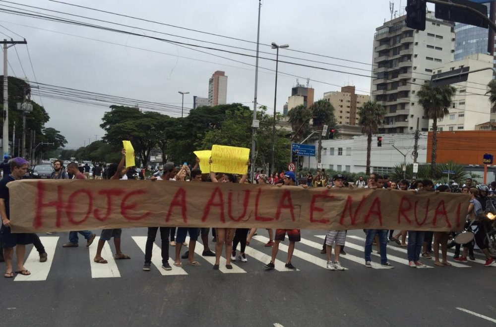 Students' protest in Pinheiros ends in confrontation: Act blocked the intersection of Teodoro Sampaio and Henrique Schaumann streets