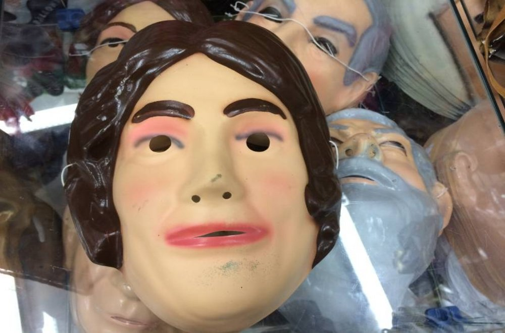 25 de Março street - the most reproduced politicians in Carnaval masks: The options of the accessory cost, on average, 7 reais.
