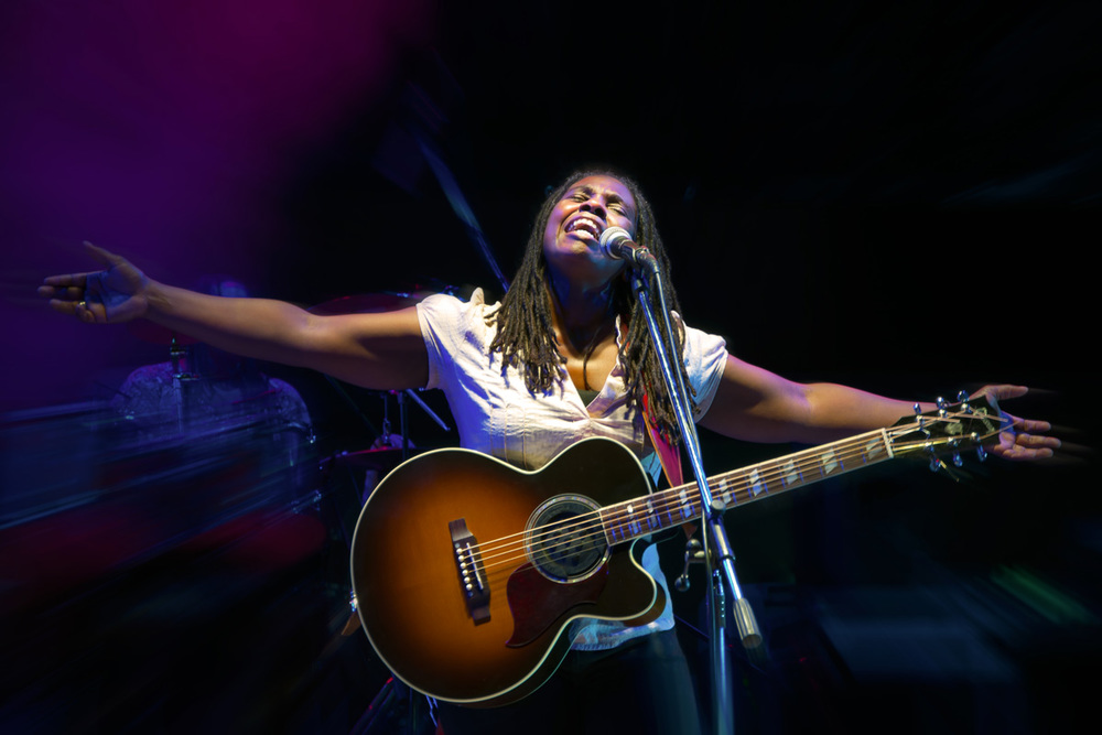 <Strong> Ruthie Foster </strong>